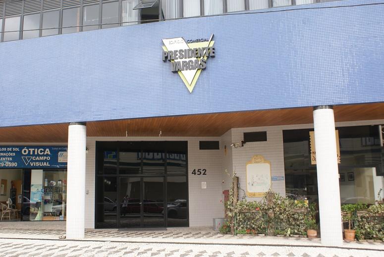 Comerciais com 5 Quartos em Curitiba - PR - Imovelweb 53266bd941