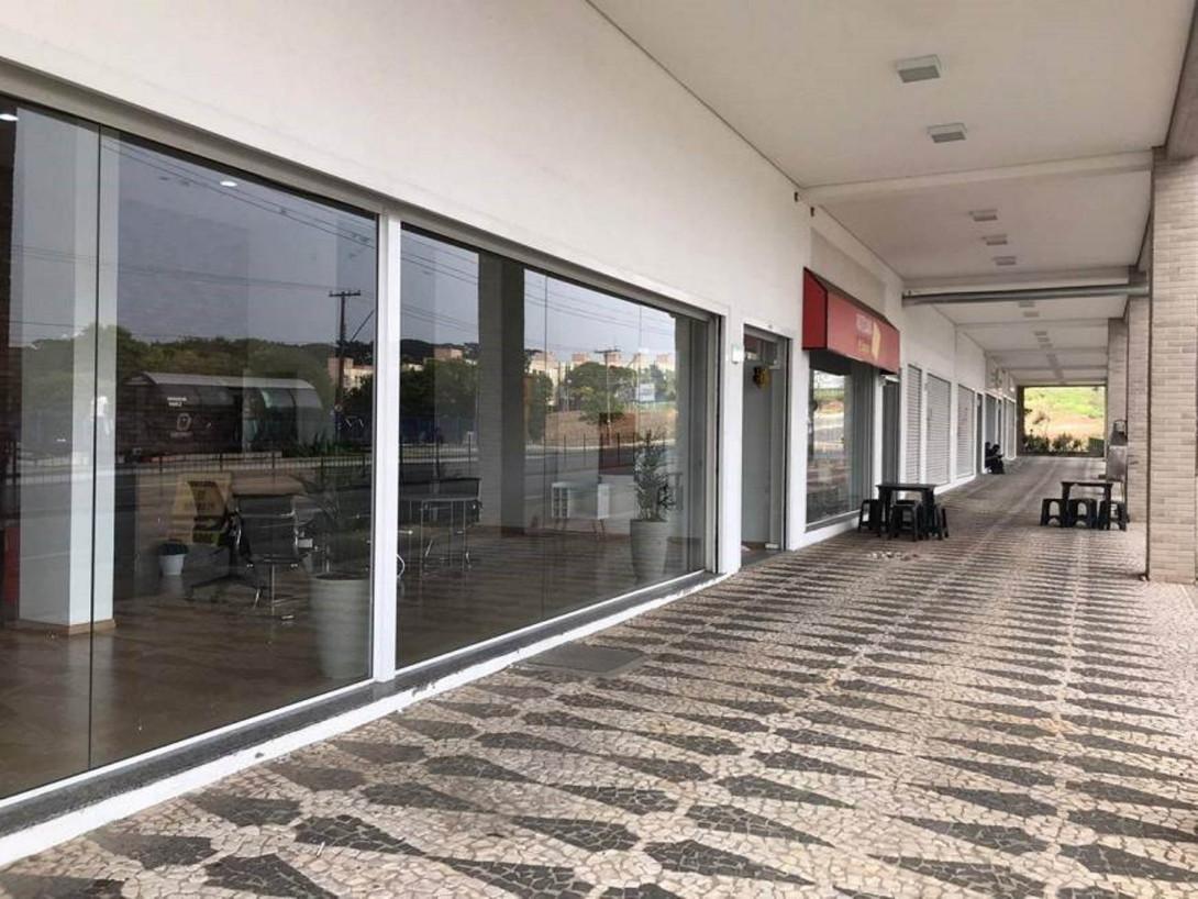 Foto 1 - LOJA em CURITIBA - PR, no bairro Boa Vista - Referência LE00798