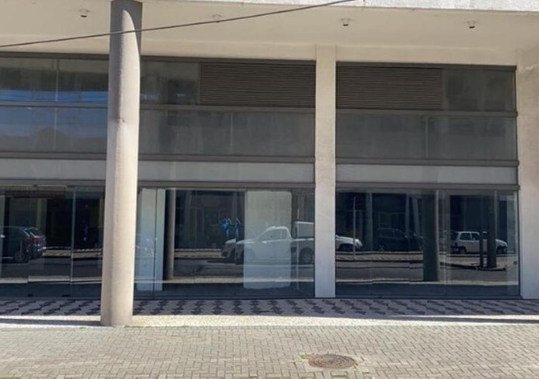 Foto 3 - LOJA em CURITIBA - PR, no bairro Capão Raso - Referência LE00813