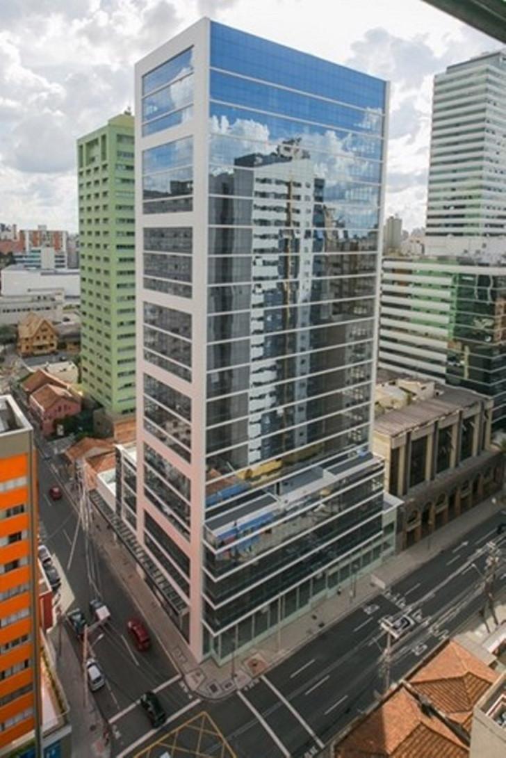 Foto 1 - COMPLEXO COMERCIAL em CURITIBA - PR, no bairro Centro - Referência LE00857