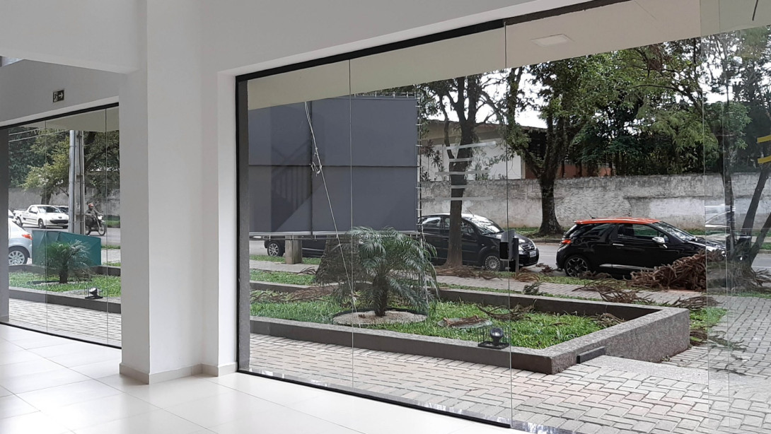 Foto 9 - LOJA em CURITIBA - PR, no bairro Bacacheri - Referência LE00859