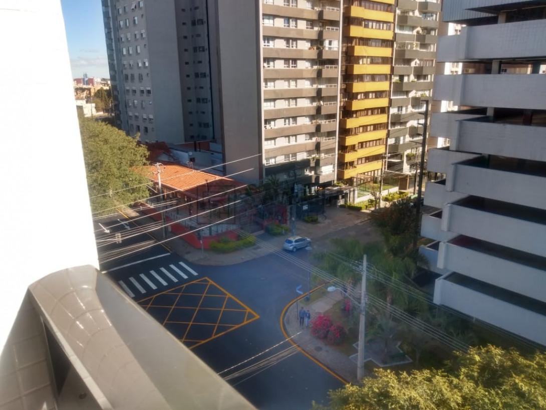 Foto 4 - APARTAMENTO em CURITIBA - PR, no bairro Água Verde - Referência LE00274