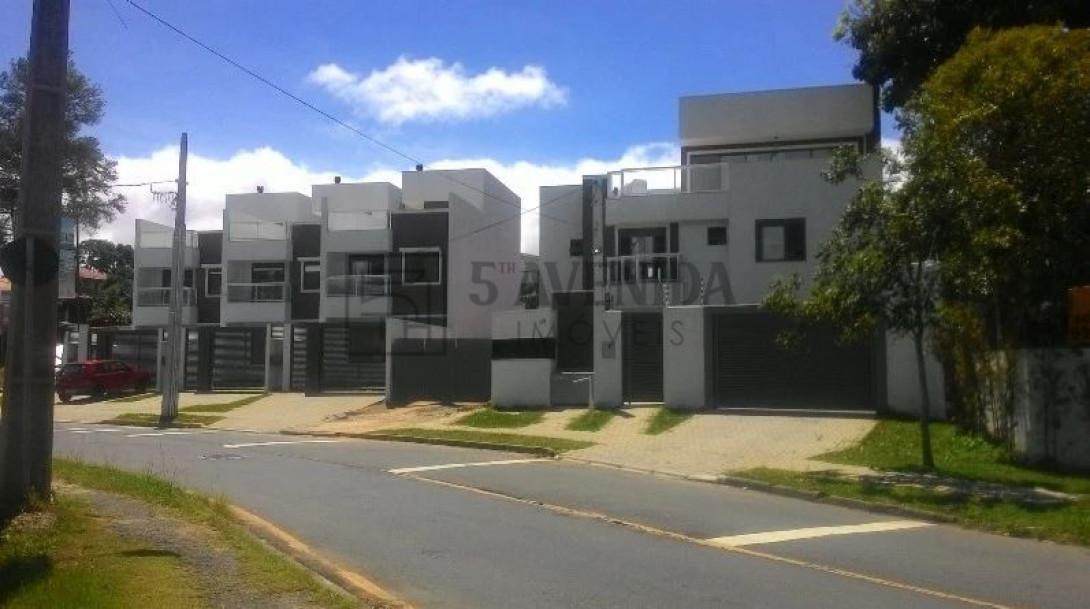 Foto 1 - SOBRADO em CURITIBA - PR, no bairro Bom Retiro - Referência LE00530