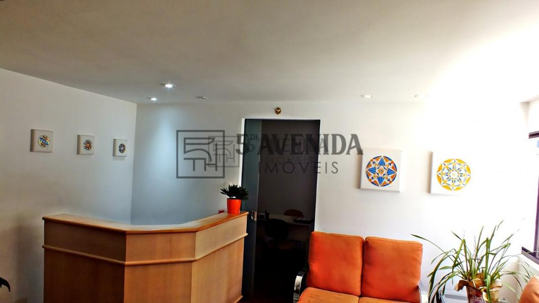 Foto 3 - CASA COMERCIAL em CURITIBA - PR, no bairro Água Verde - Referência AN00104