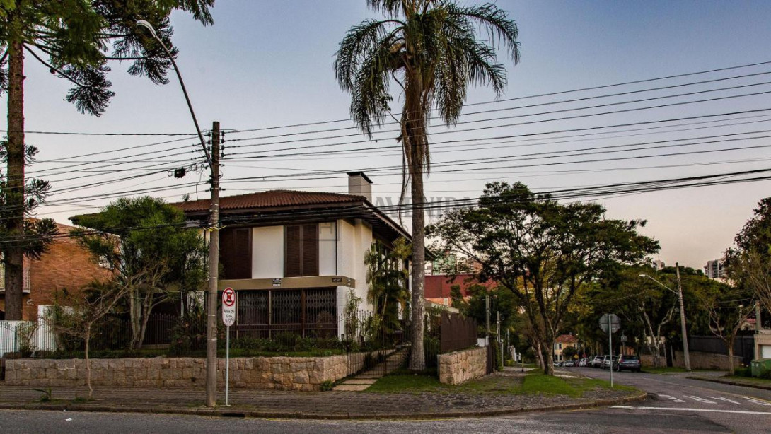 Foto 1 - CASA em CURITIBA - PR, no bairro Batel - Referência ACCS00001