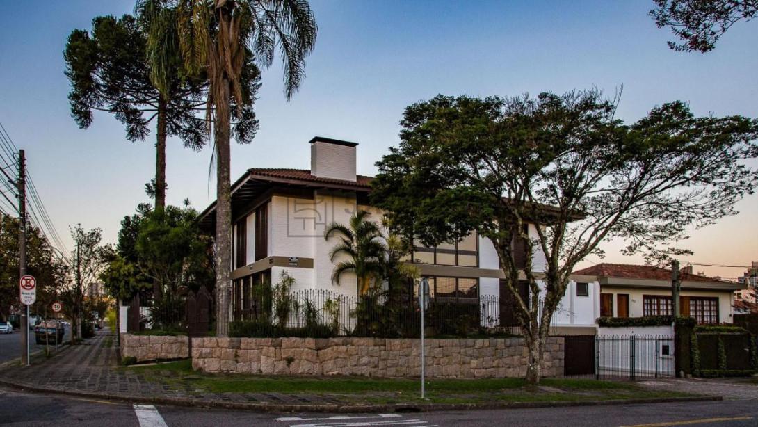 Foto 2 - CASA em CURITIBA - PR, no bairro Batel - Referência ACCS00001