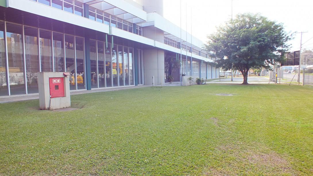 Foto 2 - COMPLEXO COMERCIAL em CURITIBA - PR, no bairro Novo Mundo - Referência ACCC00001