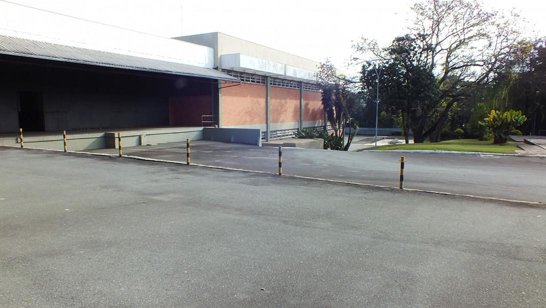 Foto 8 - COMPLEXO COMERCIAL em CURITIBA - PR, no bairro Novo Mundo - Referência ACCC00001