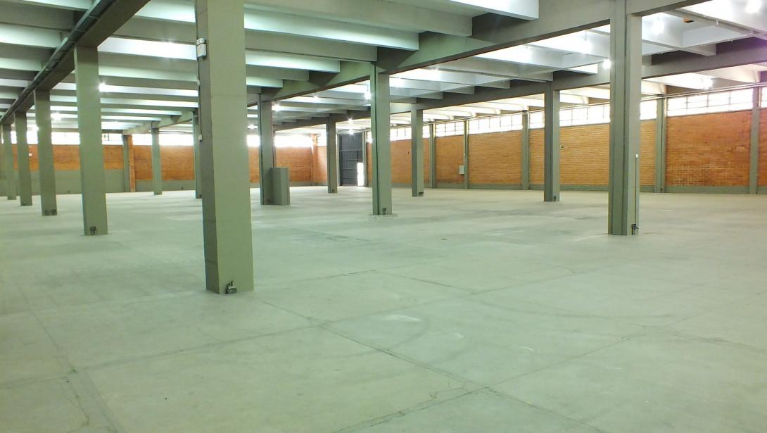 Foto 15 - COMPLEXO COMERCIAL em CURITIBA - PR, no bairro Novo Mundo - Referência ACCC00001