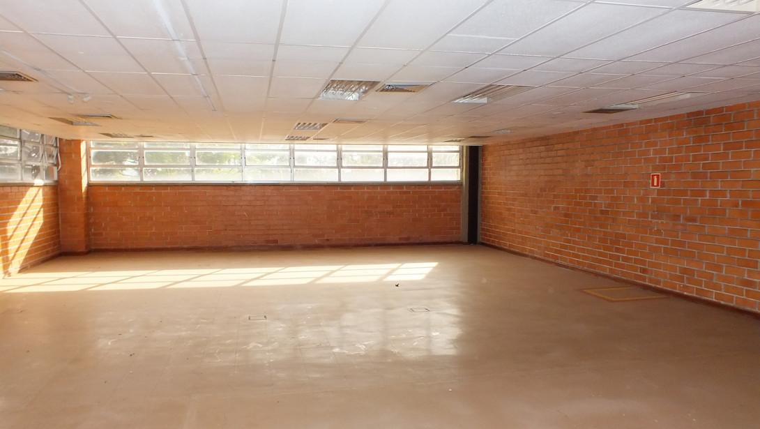 Foto 20 - COMPLEXO COMERCIAL em CURITIBA - PR, no bairro Novo Mundo - Referência ACCC00001