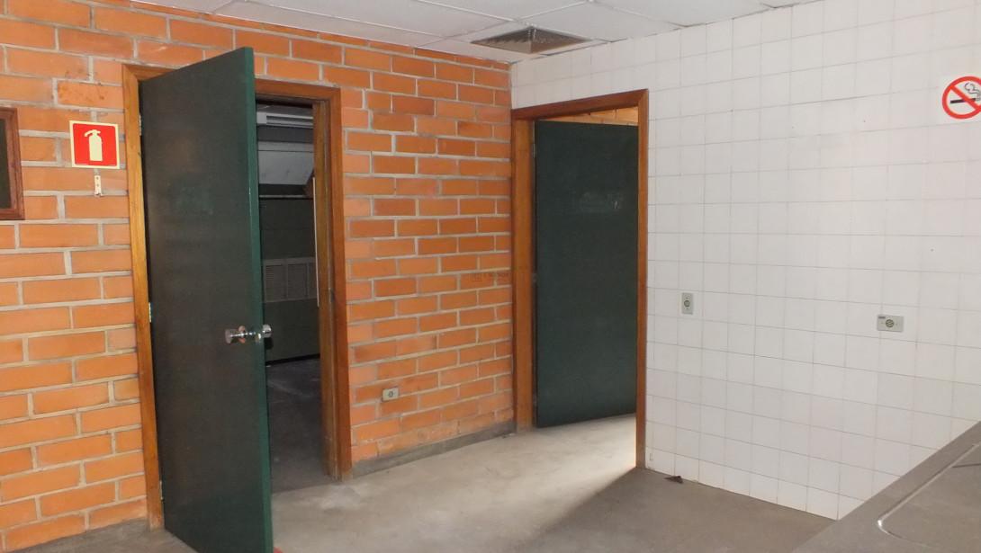 Foto 22 - COMPLEXO COMERCIAL em CURITIBA - PR, no bairro Novo Mundo - Referência ACCC00001