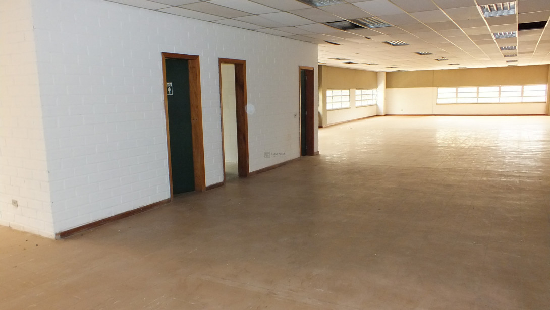 Foto 23 - COMPLEXO COMERCIAL em CURITIBA - PR, no bairro Novo Mundo - Referência ACCC00001