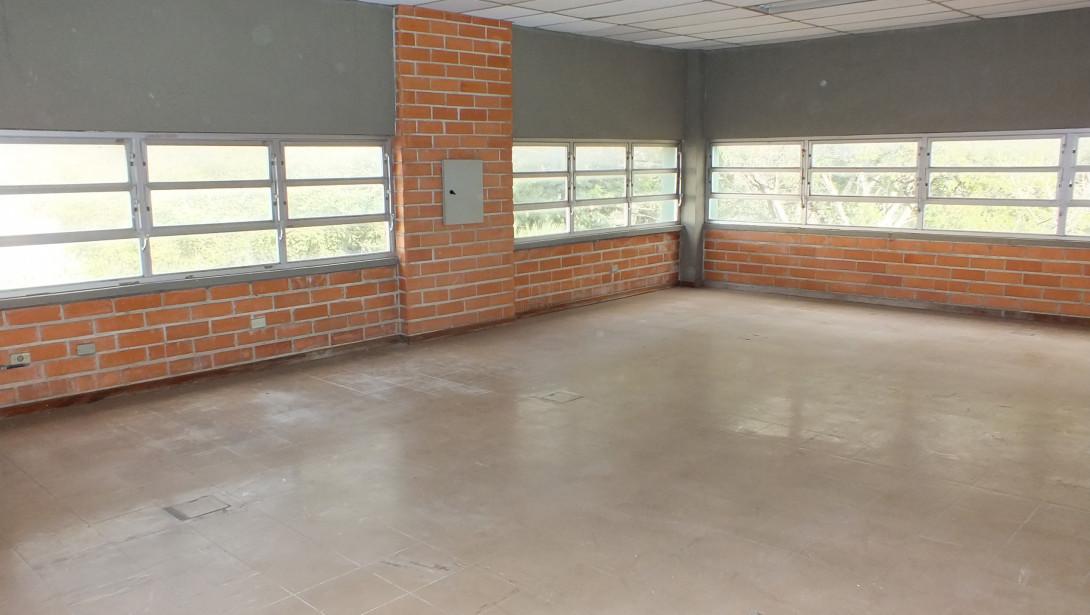 Foto 24 - COMPLEXO COMERCIAL em CURITIBA - PR, no bairro Novo Mundo - Referência ACCC00001