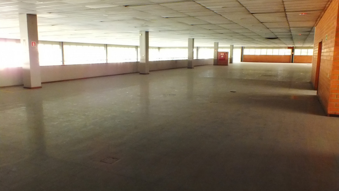 Foto 27 - COMPLEXO COMERCIAL em CURITIBA - PR, no bairro Novo Mundo - Referência ACCC00001