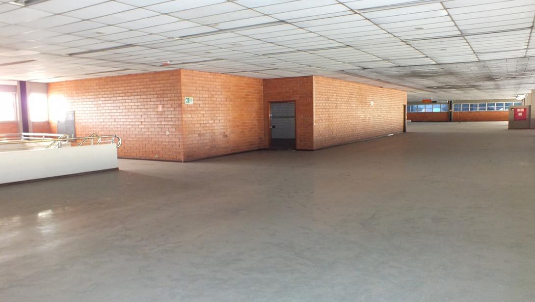 Foto 29 - COMPLEXO COMERCIAL em CURITIBA - PR, no bairro Novo Mundo - Referência ACCC00001