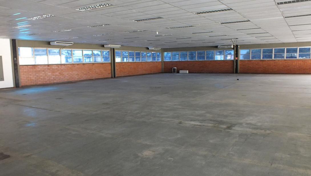 Foto 32 - COMPLEXO COMERCIAL em CURITIBA - PR, no bairro Novo Mundo - Referência ACCC00001