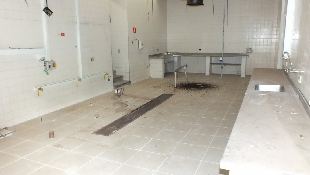 Foto 36 - COMPLEXO COMERCIAL em CURITIBA - PR, no bairro Novo Mundo - Referência ACCC00001
