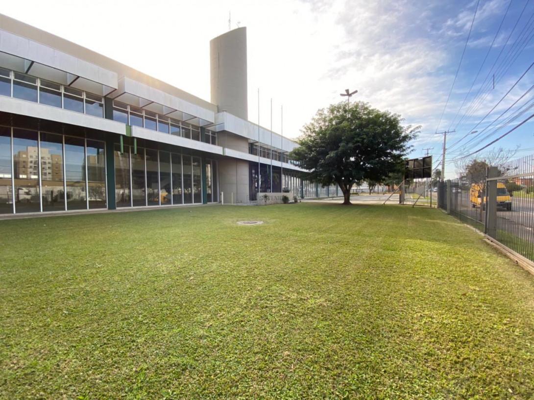Foto 1 - COMPLEXO COMERCIAL em CURITIBA - PR, no bairro Novo Mundo - Referência ACCC00001