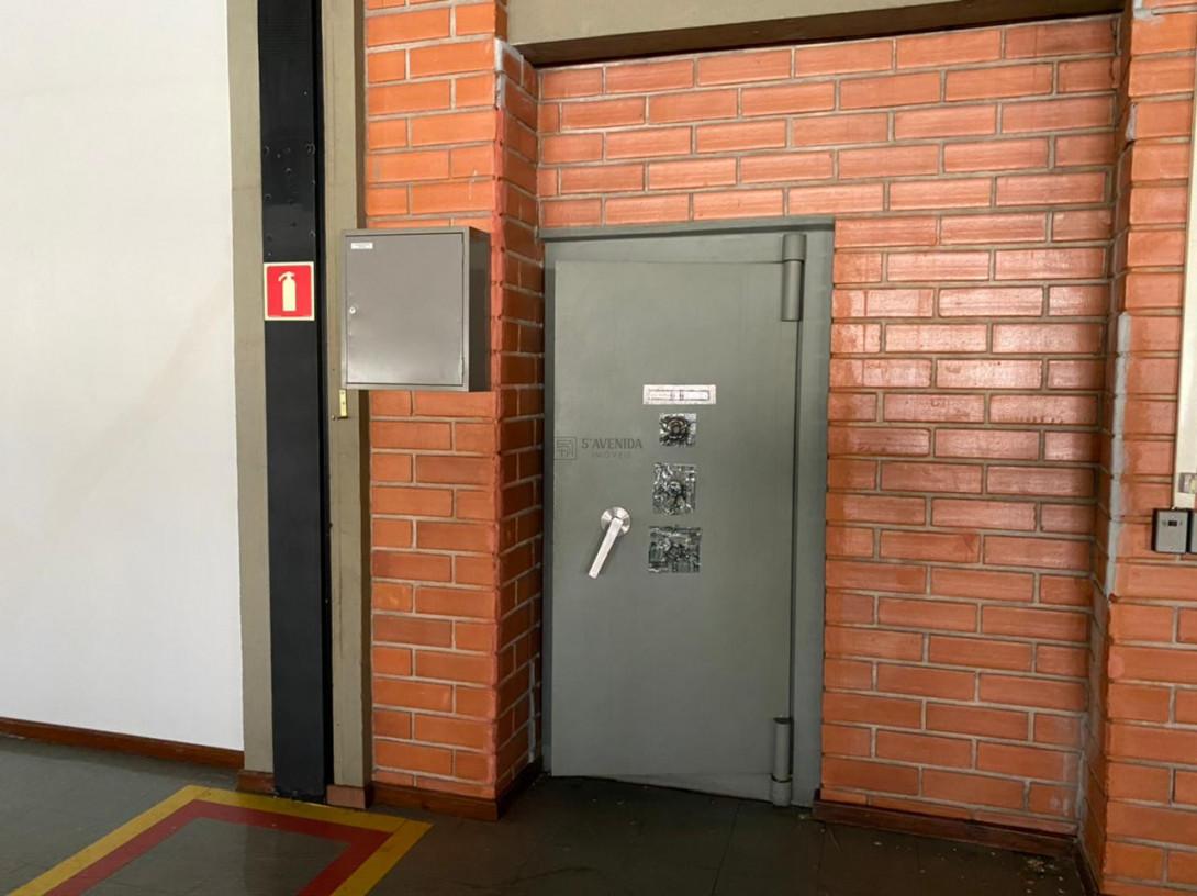Foto 82 - COMPLEXO COMERCIAL em CURITIBA - PR, no bairro Novo Mundo - Referência ACCC00001