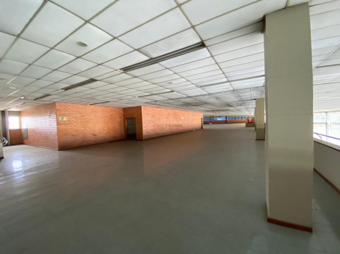 Foto 86 - COMPLEXO COMERCIAL em CURITIBA - PR, no bairro Novo Mundo - Referência ACCC00001