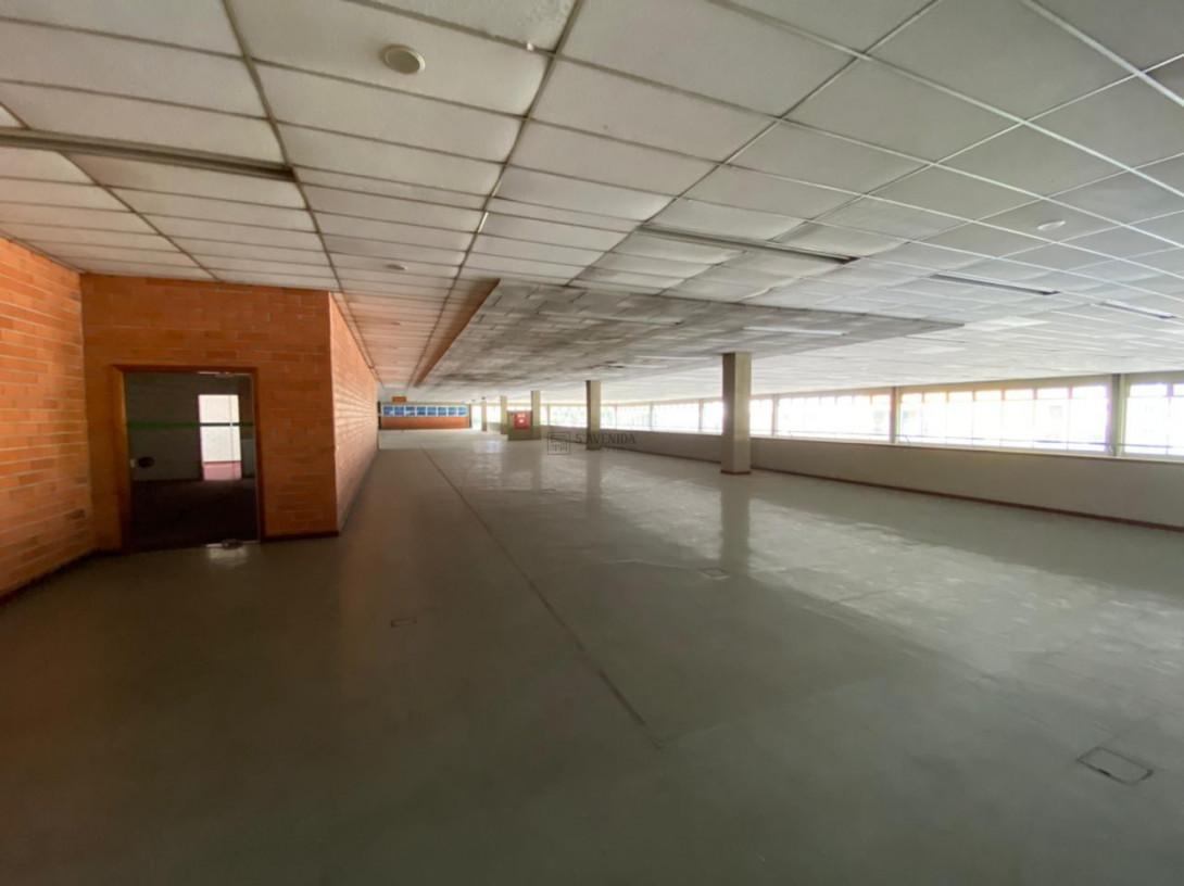Foto 87 - COMPLEXO COMERCIAL em CURITIBA - PR, no bairro Novo Mundo - Referência ACCC00001