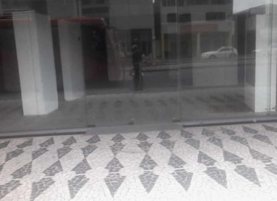 Foto 5 - LOJA em CURITIBA - PR, no bairro Capão Raso - Referência LE00813