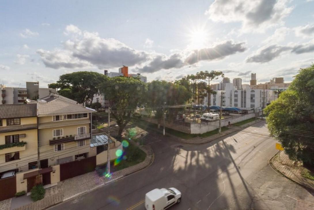Foto 4 - APARTAMENTO em CURITIBA - PR, no bairro Água Verde - Referência LE00829