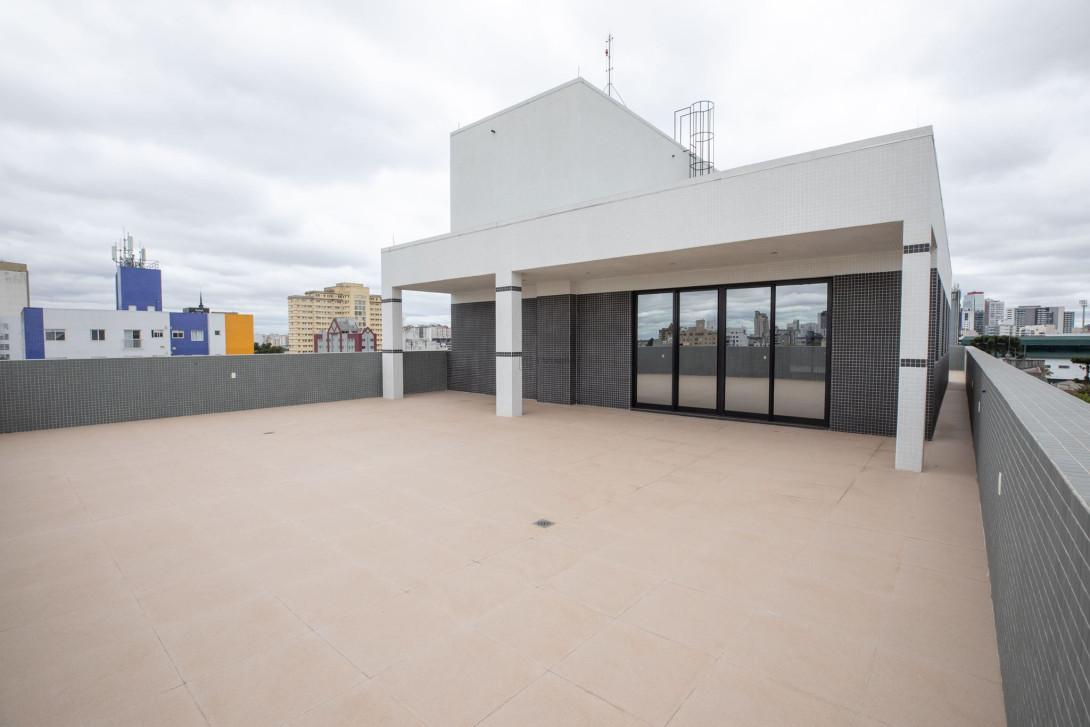 Foto 1 - COMPLEXO COMERCIAL em CURITIBA - PR, no bairro Alto da Glória - Referência LE00854